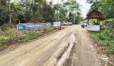 Jalanan Berlumpur Menuju Keindahan Wisata Air Panas Minta Diperhatikan Pemkab Kuansing