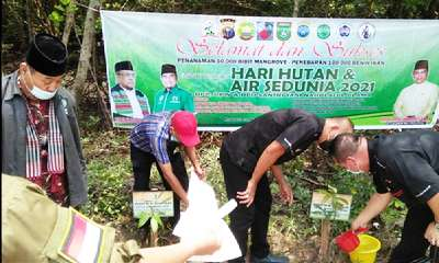 Ketua dan Anggota PSMTI Riau Ikut Tabur Benih Ikan Sumbangan Siti Nurbaya