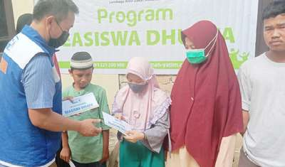 Dhuafa Pekanbaru Riau Dapat Bantuan Pendidikan
