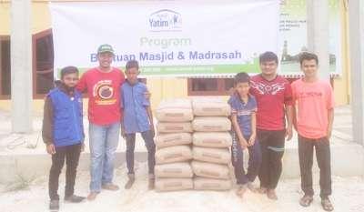 Rumah Yatim Bantu Pembangunan Masjid Nurul Huda Riau