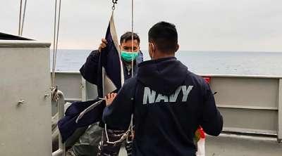 """Membuat Merinding, Bendera """"Pray for KRI Nanggala"""" Berkibar di Geladak Kapal Perang Turki"""