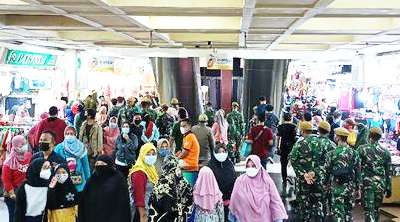 Ada Apa? Tim Gabungan TNI/Polri Dipintu Masuk Pasar tanah Abang?