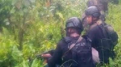 Dalam Keadaan Luka Tembak 1 Teroris Kelompok Lekagak Talenggeng di  Papua Kabur 2 Tewas