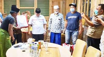 Bantuan Jokowi Disalurkan Rusli Ahmad Secara Simbolis Pada Perwakilan Ulama di RA Kopi Aren Rumbai