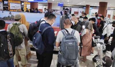 Kerumunan di Bandara SSK II Pekanbaru Tak Terpantau Satgas Covid-19