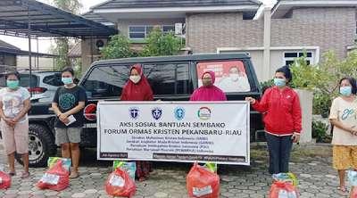 Ormas Kristen Riau Bagikan 100 Paket Sembako untuk Simiskin dan Warga Isoman