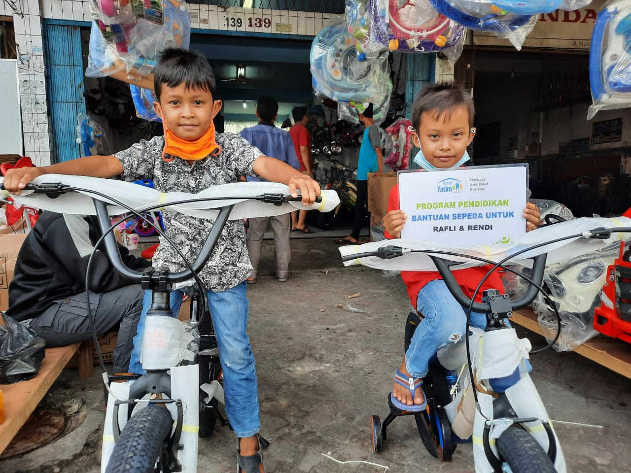Bantuan Penunjang Pendidikan Dari Rumah Yatim Diterima 2 Yatim Barsaudara