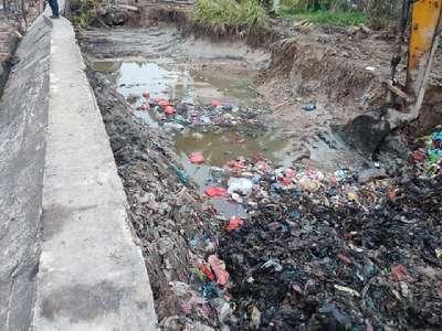 Hitungan Hari Sampah Ditanam di Pinggir Pantai Mekong Meranti Penuhi Alat Tangkap Nelayan