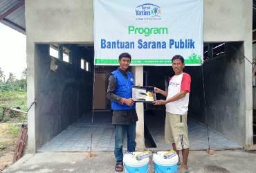 Rumah Yatim Riau Salurkan Bantuan Pembangunan MCK Musholla At-Tiin