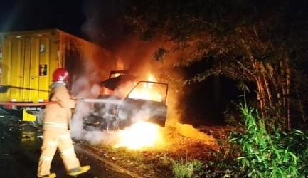 5 Orang Terluka Satu Truk Terbakar dalam Kecelakaan Beruntun di Bojonegoro