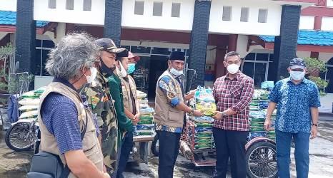 DPP SantanNU Serahkan Sembako Pada Sekdakab Kepulauan Meranti