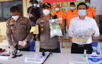 Press Release Polres Bengkalis Peragakan Bungkusan Besar Sabu
