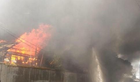 kebakaran-menghanguskan-rumah-padat-penduduk-di-tebet