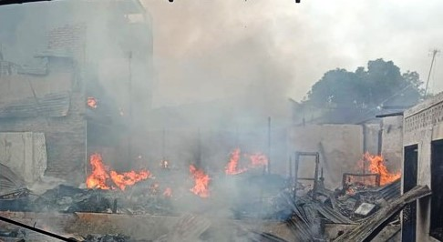 Pajak Meranti Medan Berikut Rumah Petak Ludes Terbakar