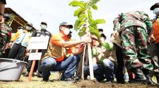 "Bekas ""Perkosaan Lingkungan"" Ditanami Letjen TNI Dr (HC) Doni Monardo"
