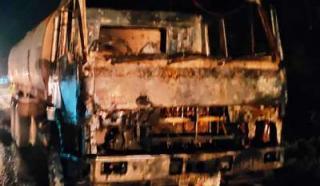 Mobil Truk Terbakar di Duri, Sopir PT SSSS Terlihat Bingung Saat Fuso CPO Menyala